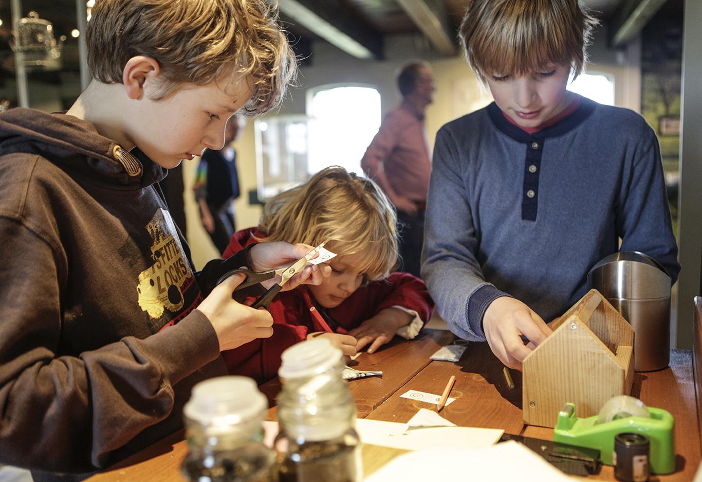 kinderen kunnen zelf hun theezakje maken