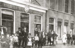 Werknemers D.E in Midstraat