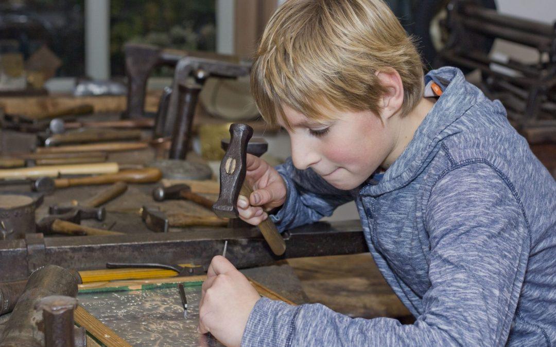 Aan de slag tijdens de Coole Kidsnacht in Museum Joure